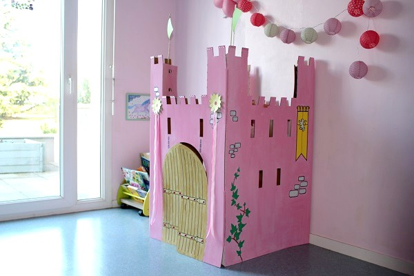 chateau en carton pour chevaliers et princesses wiplii. Black Bedroom Furniture Sets. Home Design Ideas